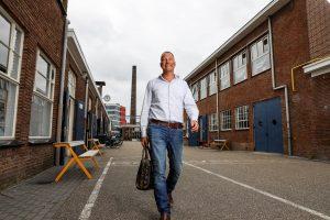 Gijs Wijers loopt in de nieuwe stad